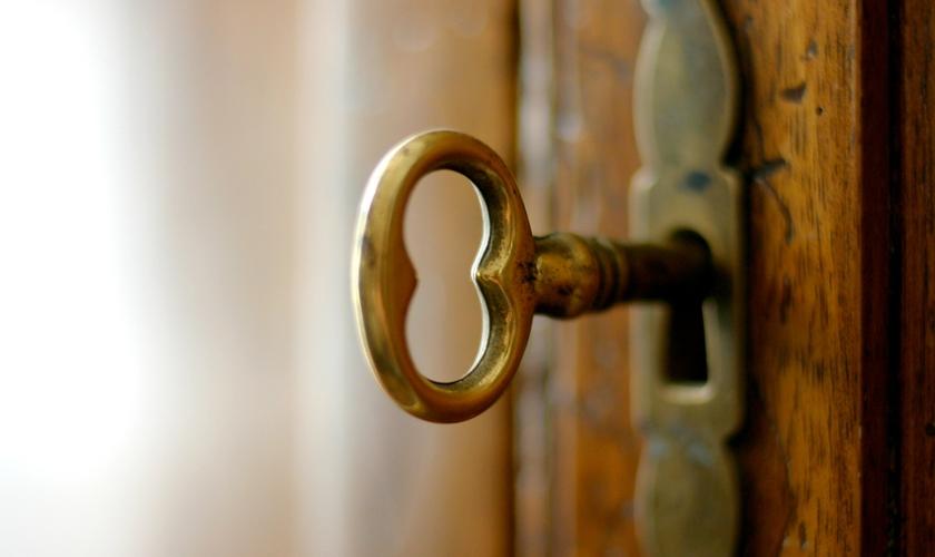 Chave na porta. (Foto: Pinterest)