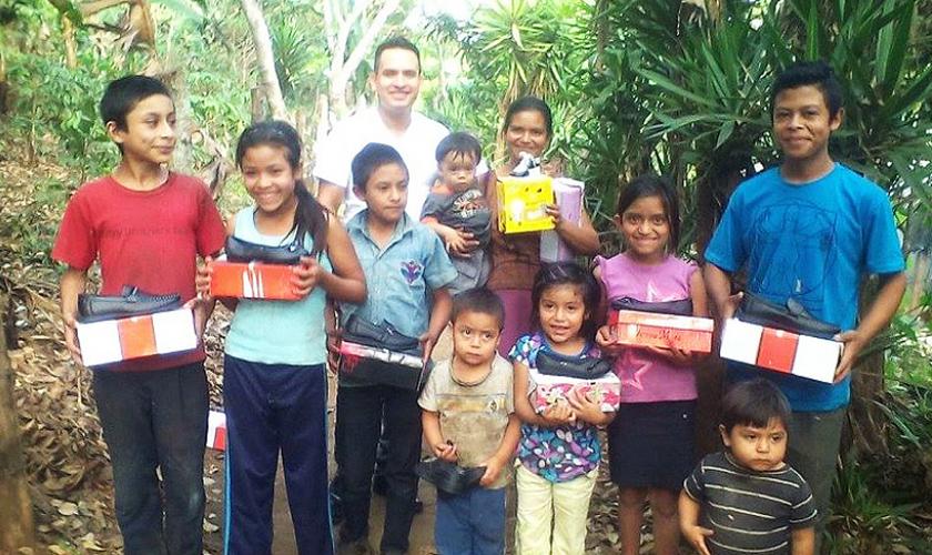 As igrejas corrigem a falta de ajuda com os elementos de primeira necessidade nos locais de maior pobreza. (Foto: Reprodução).