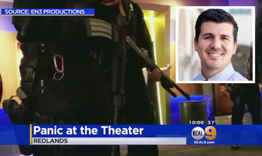 Pastor Michael Webber (canto direito) foi preso após suspeita de que ele estivesse armado dentro da sala de cinema. (Foto: Maven)