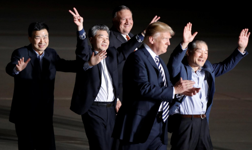 Os missionários cristãos chegaram aos EUA na madrugada desta quinta-feira. (Foto: Reuters/Jim Bourg).