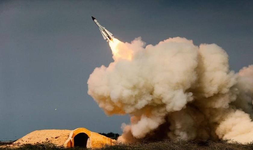 Lançamento de míssil iraniano. (Foto: AP)