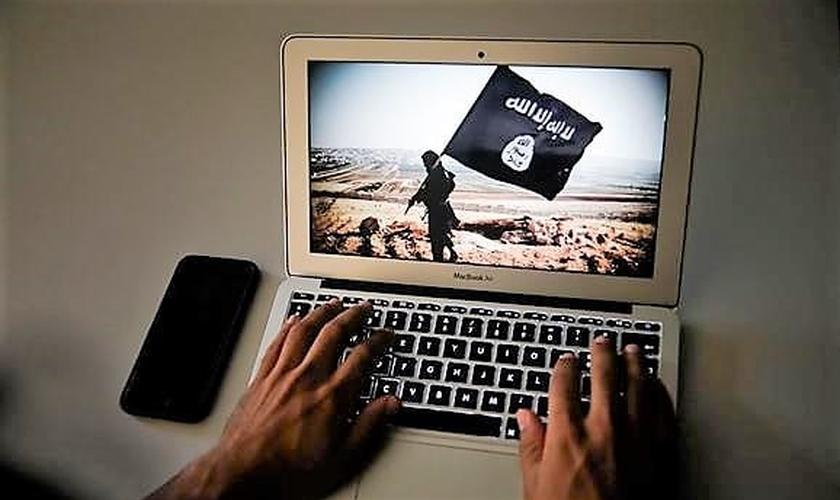 Os denunciados usavam as redes sociais para trocar mensagens e recrutar pessoas para o grupo terrorista. (Imagem: ARTUR MACHADO  / GLOBAL IMAGENS)