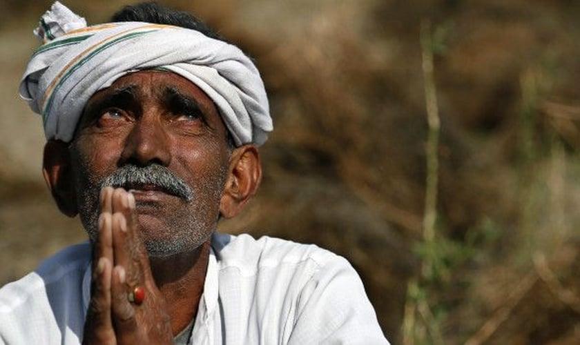 Imagem ilustrativa. Hindu tentou interromper estudo bíblico, mas se rendeu ao Evangelho. (Foto: AP Photo)
