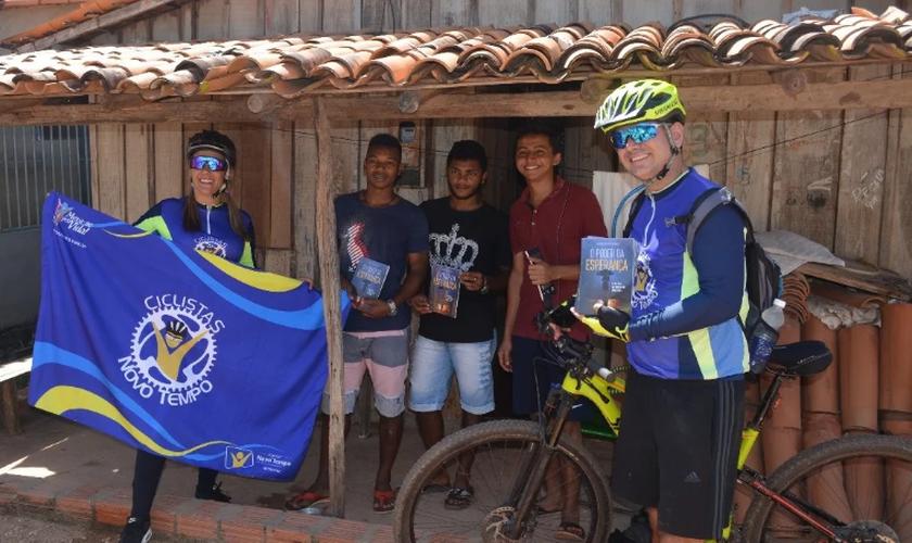 Os ciclistas tiveram apoio de cristãos locais. (Foto: ASN).