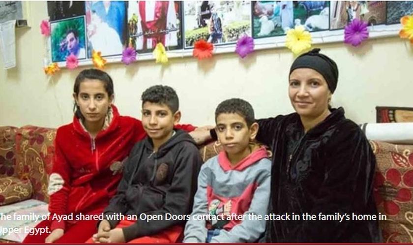 Hanaa e sua família têm superado a morte de Ayad com a ajuda da comunidade cristã copta no Egito. (Imagem: Youtube)