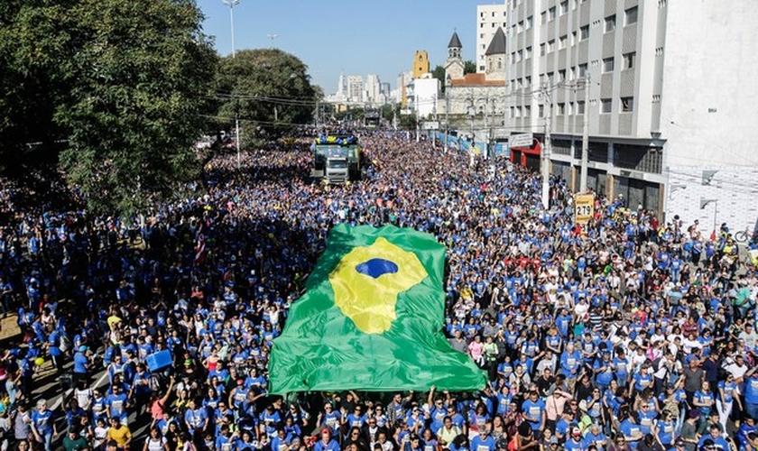 Milhares de fiéis evangélicos participam da 26ª edição da Marcha para Jesus. (Foto: Gabriela Biló/Estadão Conteúdo)