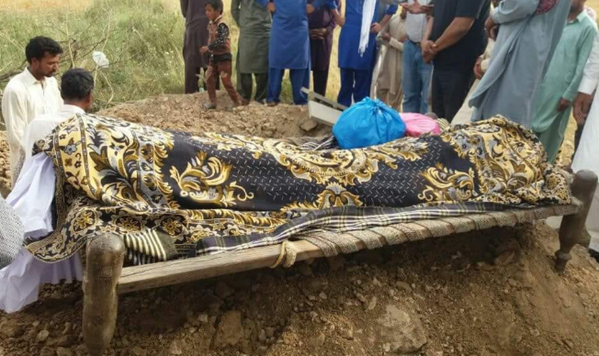 O funeral de Kainat Masih. (Foto: FMI).