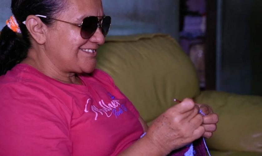 Socorro ficou cega há cinco anos por conta de um glaucoma. (Foto: Reprodução).