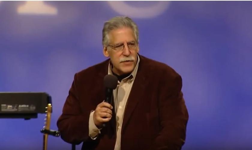 Michael Brown é escritor, evangelista e teólogo. (Imagem: Youtube)
