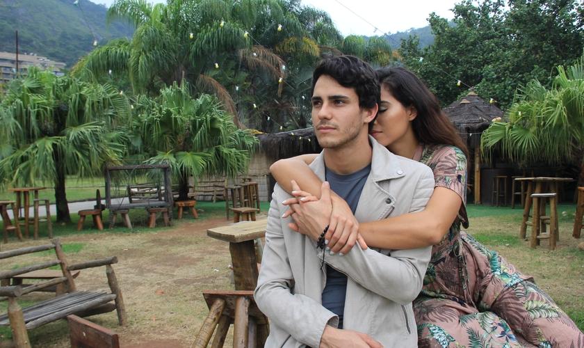 O vídeo acompanha a história de um casal interpretado por Giulliana Monte e Cleiton Estefano. (Foto: Divulgação).