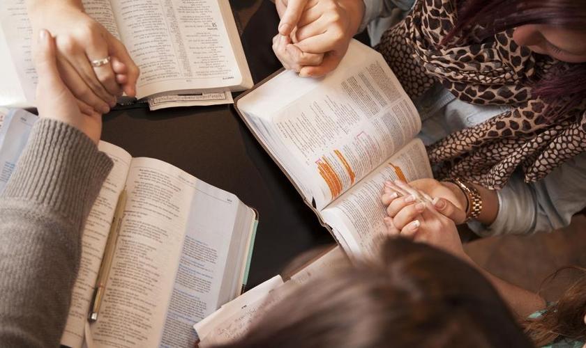 Estudo bíblico. (Foto: CBN News)