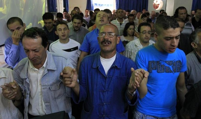 O pastor deixou a delegacia e foi diretamente à igreja para compartilhar as notícias com alguns membros. (Foto: Reprodução).