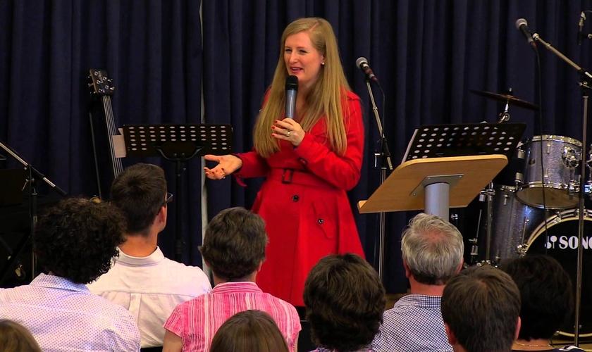 """Katherine faz parte da conferência chamada """"Noite dos Milagres"""". (Foto: Reprodução)."""