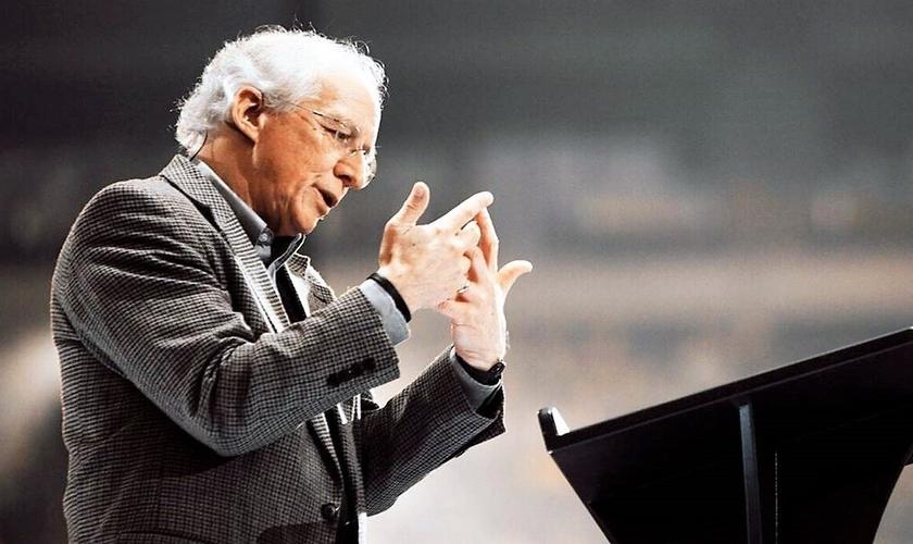 John Piper alertou os cristãos sobre a prática da oração. (Foto: Reprodução).