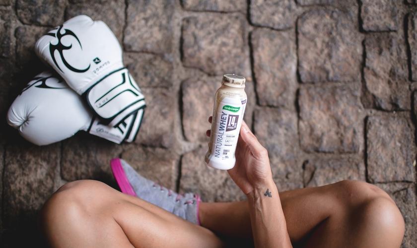 Uma boa dica é consumir iogurtes enriquecidos com whey protein. (Foto: Divulgação/Natural Whey)