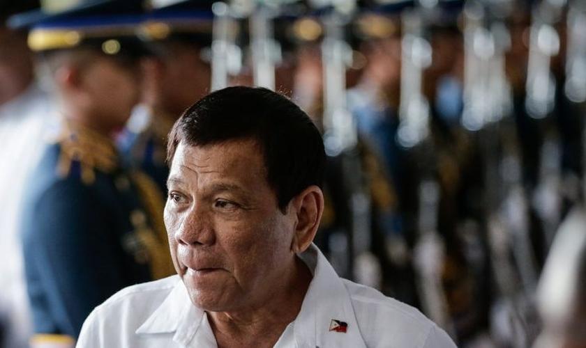 Presidente das Filipinas, Rodrigo Duterte, chamou Deus de estúpido em discurso. (Foto: EPA)