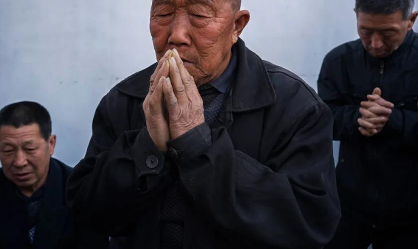 Cerca de 30 funcionários do governo chinês invadiram uma igreja cristã na China. (Foto: Reprodução)