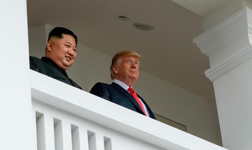 Donald Trump em encontro histórico com Kim Jong-un em Singapura. (Foto: Evan Vucci/AP/Rex/Shutterstock)