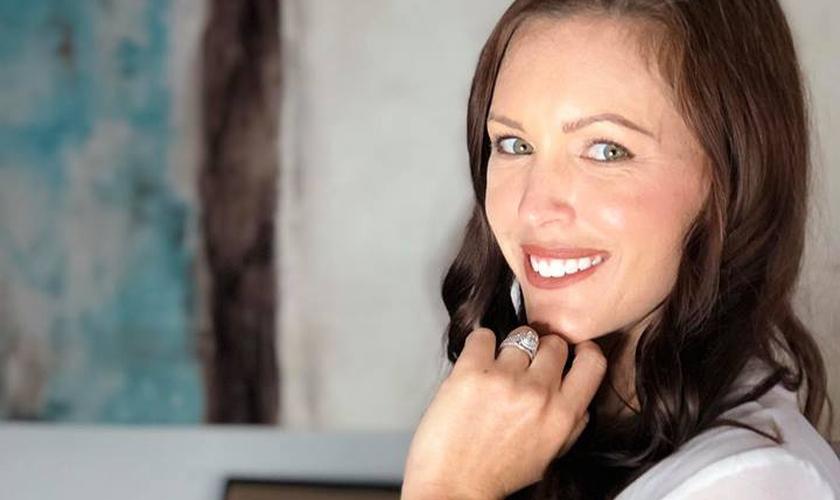 Atualmente, Brittni De La Mora é casada e ajuda jovens a superar os vícios em pornografia. (Foto: Divulgação)