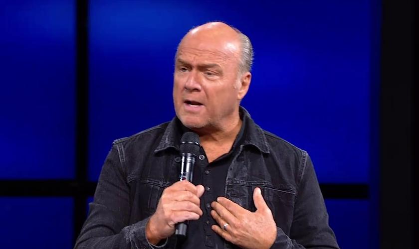 Greg Laurie respaldou seus comentários com versículos bíblicos. (Foto: Reprodução).