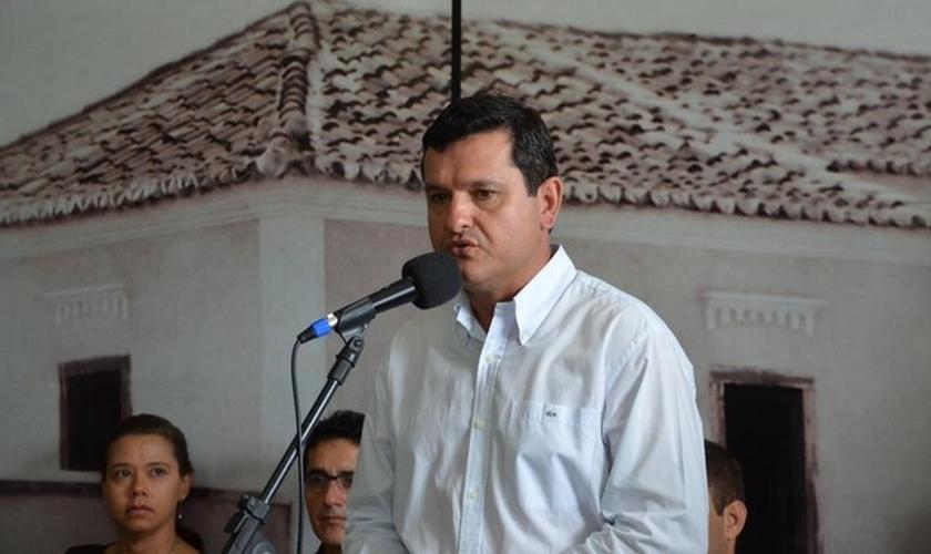 Jairo Magalhães, prefeito de Guanambi, publicou decreto em 2017 que entrega cidade a Deus. (Foto: Divulgação/ Prefeitura de Guanambi)