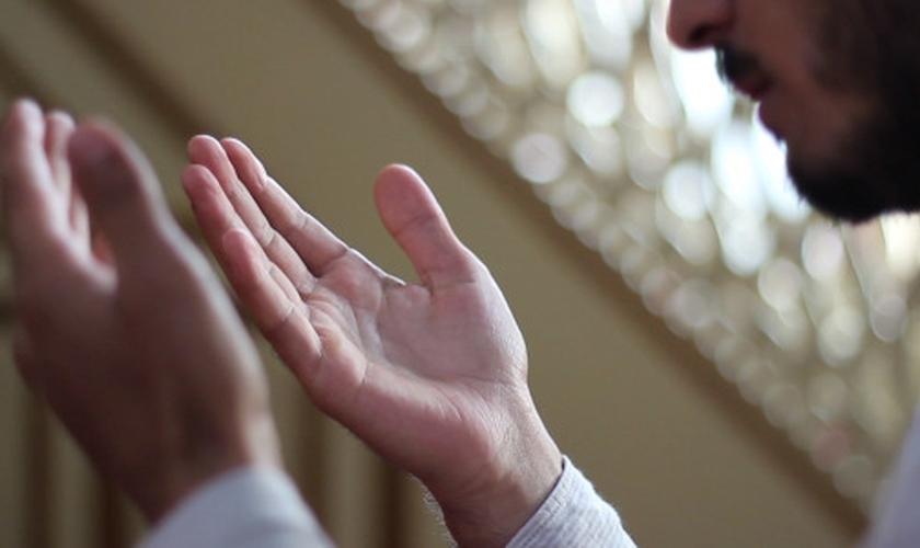 Sadik* se entregou a Jesus após ter um sonho sobrenatural. (Foto: