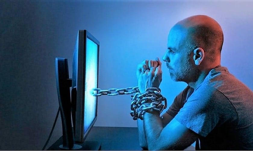 Pornografia se torna um vício e distorce conceitos de relacionamentos, segundo estudo. (Foto: muraselon.com)
