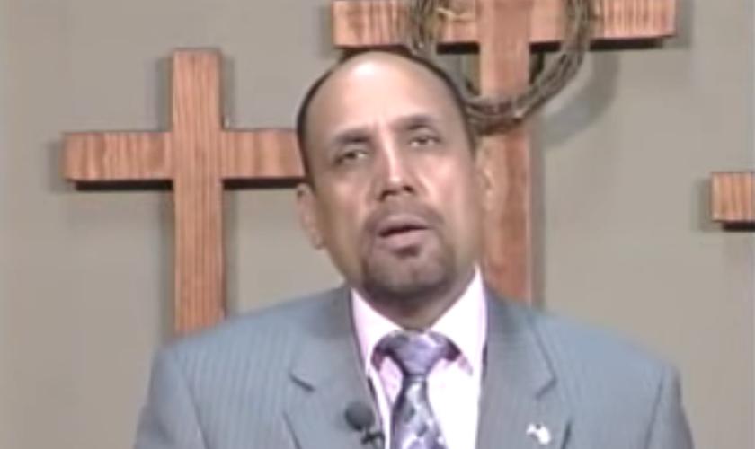 O pastor M El Masih disse que mais de 6 milhões de muçulmanos a cada ano se tornam cristãos em países islâmicos. (Foto: Reprodução).