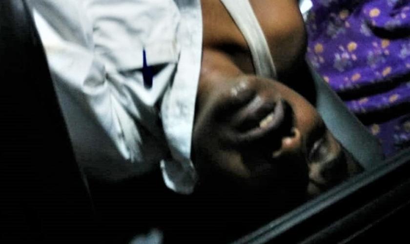 O pastor da igreja foi levado para o hospital após ser espancado por cinco homens. (Foto: Morning Star News).