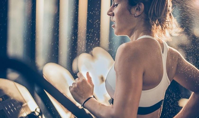 Unir os treinos é a melhor opção tanto para perder peso e manter o tônus muscular. (Foto: iStock)