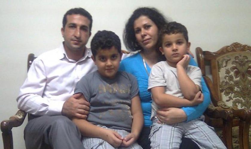 Yousef Nadarkhani foi espancado pelos policiais. (Foto: Reprodução).
