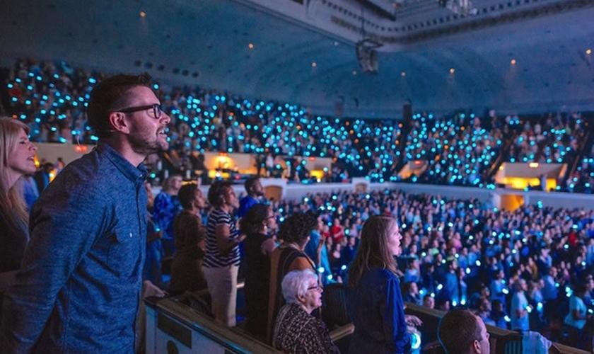 Pastor Mark Batterson em culto na National Community Church, em Washington. (Foto: National Community Church)