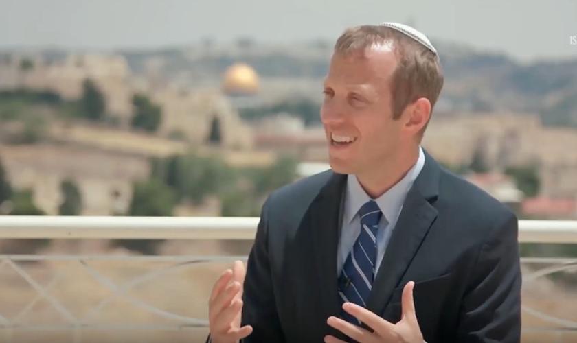O rabino Tuly Weisz é editor da Bíblia de Israel e fundador da organização Israel365. (Foto: Israel365)