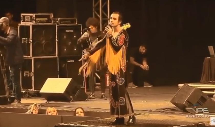 O cantor Johnny Hooker chamou Jesus de travesti em show polêmico, em Pernambuco. (Foto: Reprodução)