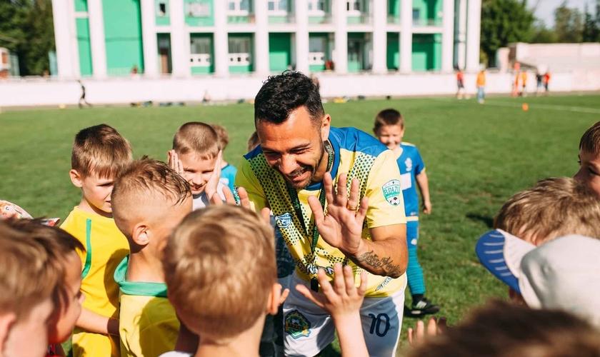 Os atletas testemunharam sobre o impacto de Cristo em suas vidas na Ucrânia. (Foto: JMM)