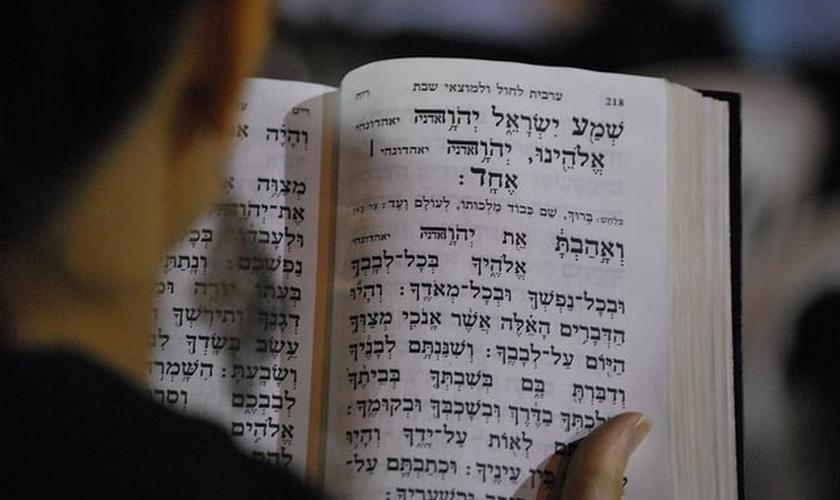 A oração do Shemá marca o início e o fim de um ciclo, seja de um dia ou de uma vida inteira. (Foto: Coffee Shop Rabbi)