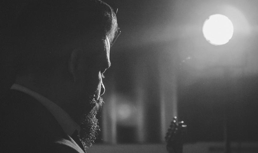 """""""Muda-me"""" está disponível no canal oficial do cantor no YouTube. (Foto: Divulgação)."""