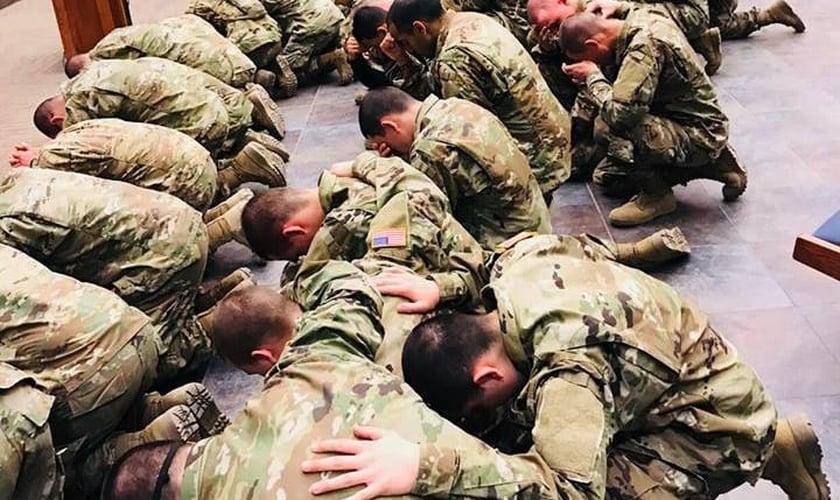 A cada semana, mais soldados do Exército dos EUA se rendem a Jesus. (Foto: Facebook/Jose Rondon)