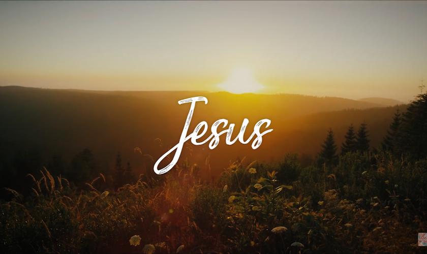 """""""Todo Poderoso"""" tem uma letra de adoração que nasceu após uma devocional. (Foto: Reprodução)."""