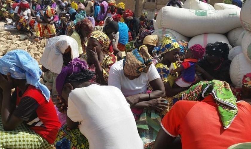 O ataque do Boko Haram fez com que os moradores abandonassem suas casas e pertences. (Foto: Reprodução)