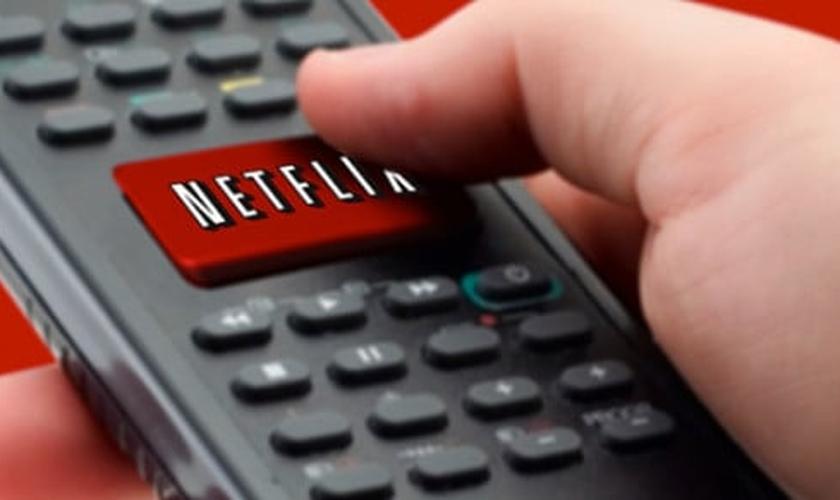 """Conhecida plataforma para exibição de filmes, séries, desenhos animados e documentários, a Netflix está perdendo assinantes, após o lançamento do filme argentino """"Desire"""", que exibi uma menina de 9 anos se masturbando. (Foto: Reprodução/Cheatsheet)"""