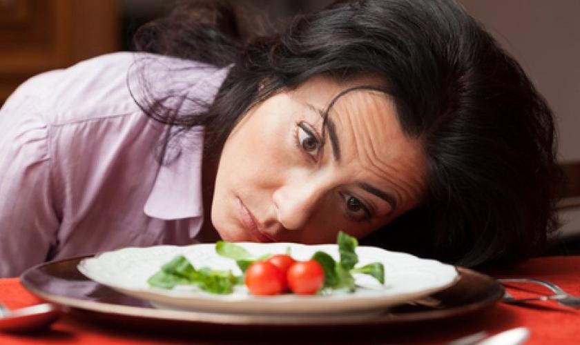 As dietas restritivas podem acabar aumentando a compulsão alimentar dos pacientes. (Foto: Reprodução)