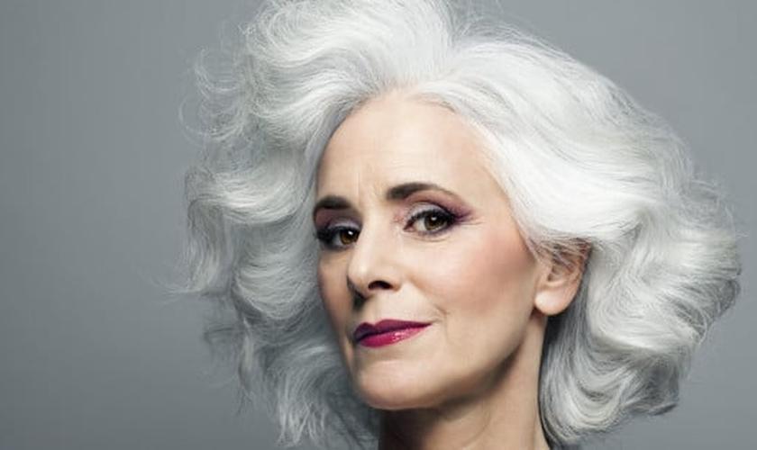 Veja dicas de maquiagem para mulheres com mais de 50 anos. (Foto: Reprodução)
