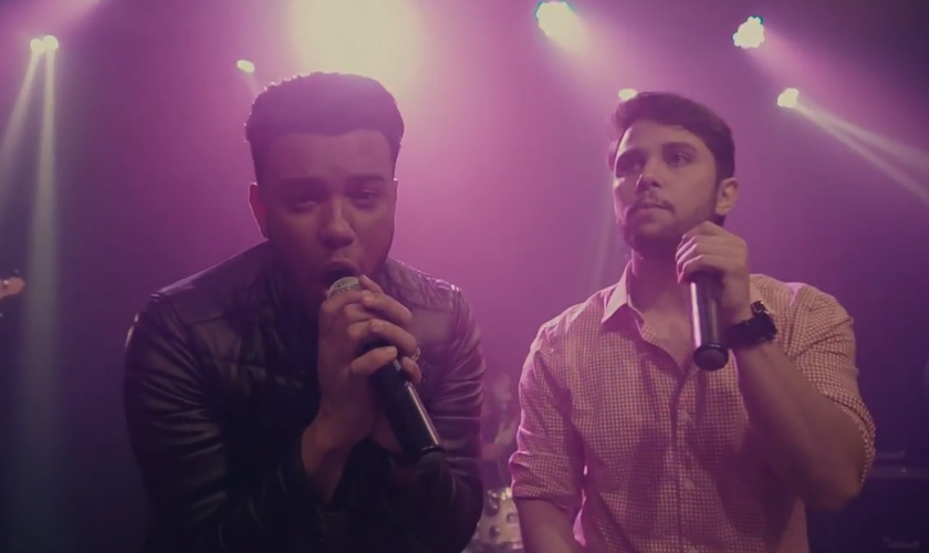 O cantor repetiu a parceria com o produtor musical Amós Oliveira. (Foto: Reprodução).