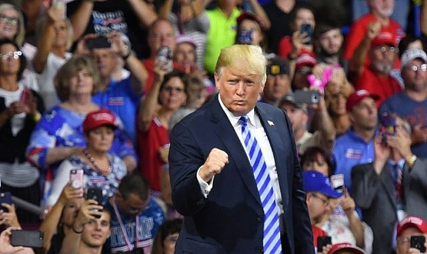 O presidente dos EUA, Donald Trump, em discurso no Charleston Civic Center, em Charleston. (Foto: AFP/Mandel Ngan)