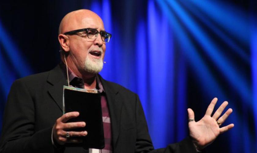 James MacDonald lembra que Jesus não abandonou o modelo de discipulado durante seu ministério. (Foto: Reprodução)