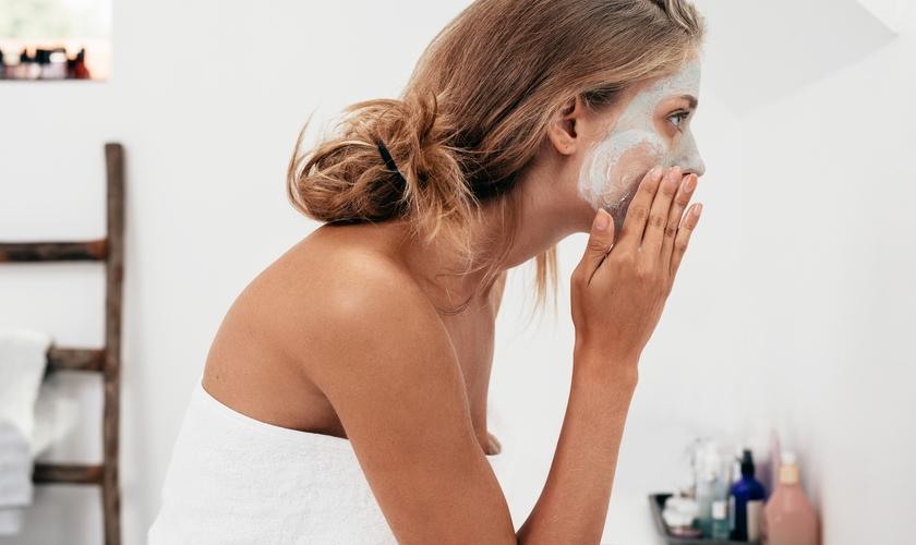 Aprenda por onde começar a cuidar da pele em sua rotina de beleza. (Foto: iStock/Thinkstock)