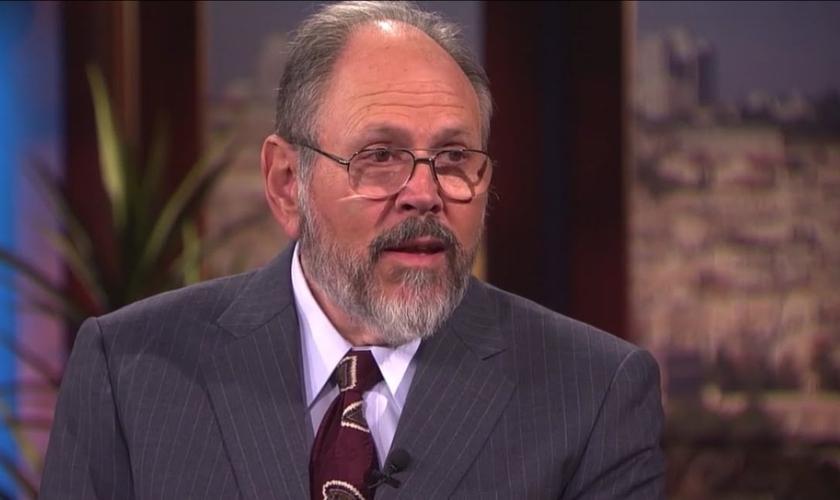 Daniel Juster pontuou sobre a importância do Novo Testamento sobre a autoridade da Bíblia hebraica. (Foto: Reprodução)