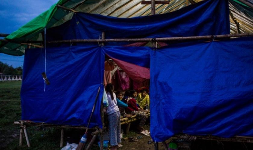 O relatório afirma que existem mais de 106 mil civis étnicos deslocados por conflitos. (Foto: Hkun Lat).