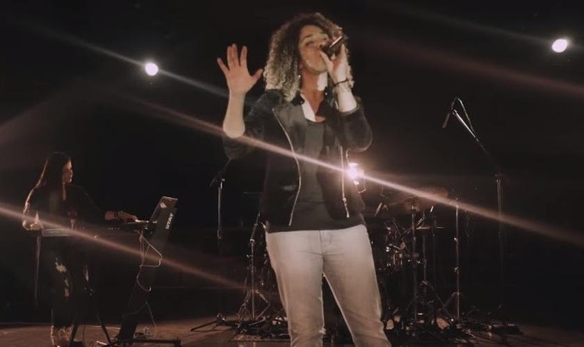 """""""Poderoso Ele É"""" foi composta por Junior Benelli. (Foto: Reprodução)."""